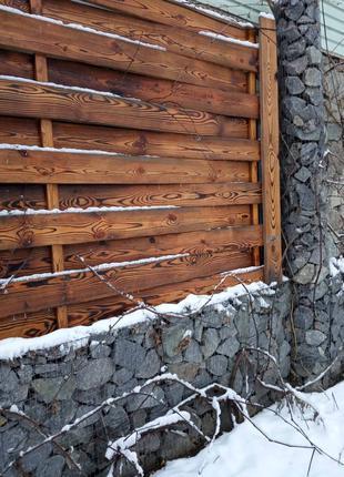 Заборы из дерева, камня, габионы, панно из спилов дерева.