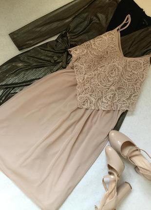 Платье сетка на тонких бретельках с гипюром нюдового цвета mis...