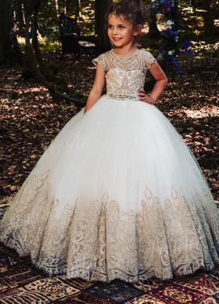 Нарядное бальное платье на выпускной для девочки.