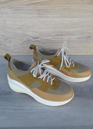 Кожаные кроссовки женские , 37 и 38 размера / шкіряні кросівки