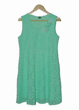 Изысканное кружевное платье мятного цвета