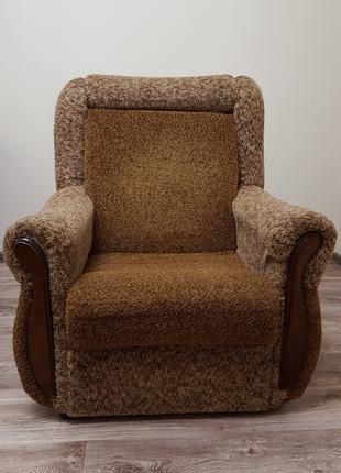Мягкое тёплое супер-удобнейшее кресло. Можно даже спать сидя ))