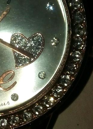 Кварцевые наручные часы женские с сердцем и фионитами