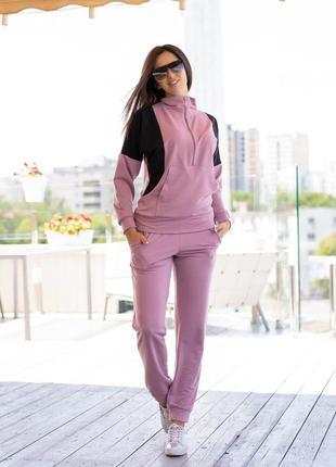 Спортивный розовый костюм