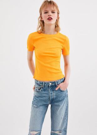 Базовая футболка от zara  в рубчик желтый карри