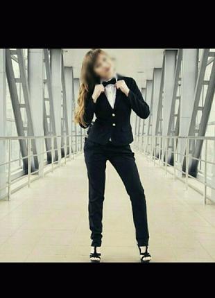 Женский классический черный костюм