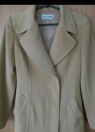 Женское бежевое весеннее пальто