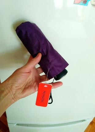Маленький зонт,дежурный в сумочку или в карман.