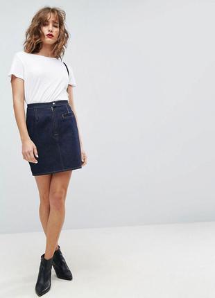 Джинсовая мини-юбка цвета индиго со строчками табачного цвета ...