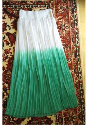 Длинная плиссированная юбка макси белая зеленая градиент гофре...