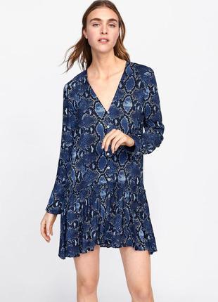 Платье -рубашка в змеиный принт zara