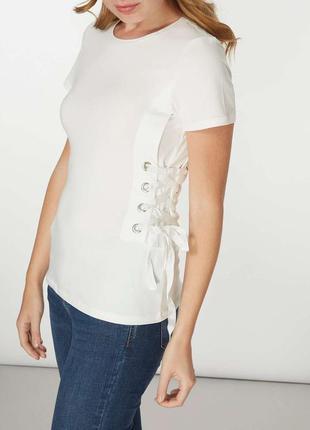 Белая футболка с корсетом