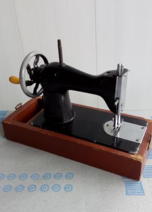 игрушка-машинка швейная коллекционная