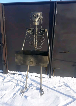 Мангал со скелетом.