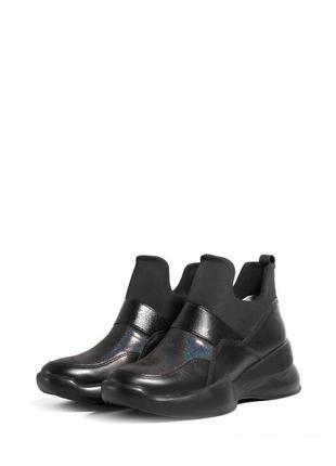Стильные женские кожаные кроссовки без шнурков демисезонные