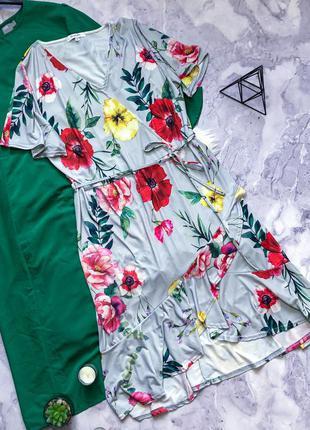 Красивенное длинное платье  с поском в цветы