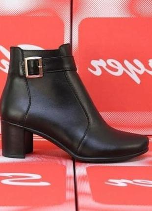 Кожаные черные ботинки ботильоны на устойчивом каблуке натурал...