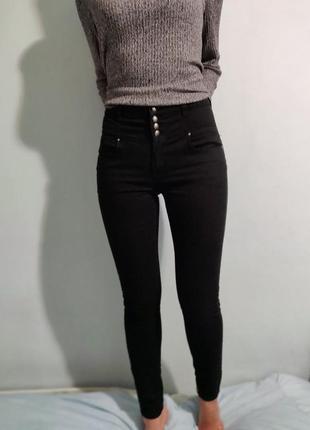 Черные джинсы scinny с высокой талией