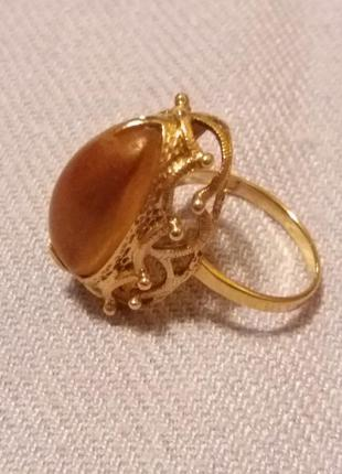 Винтажное золотое кольцо с янтарем
