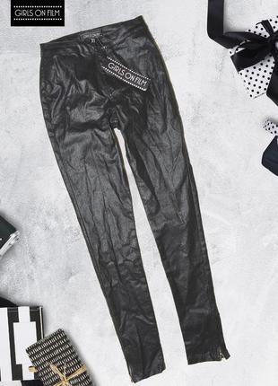 Черные джинсы с металлическим отливом girls on film
