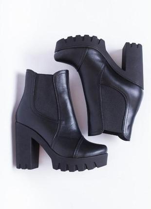 Кожаные женские черные ботинки ботильоны на тракторной подошве...