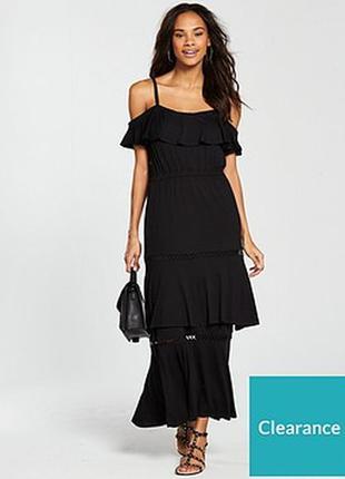 Обалденное платье с открытыми плечами воланами тяжелый трикота...