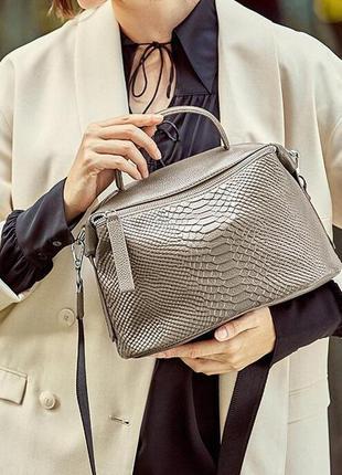 Сумка кожаная женская с двумя ремешками. сумочка из натурально...