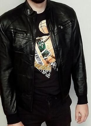 Стильная мужская кожаная куртка-бомбер на м-l размер