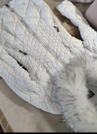 Белая стеганая куртка пальто пуховик на синтепоне с шикарным м...