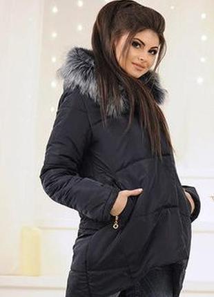 Женская демисезонная куртка с меховой опушкой.