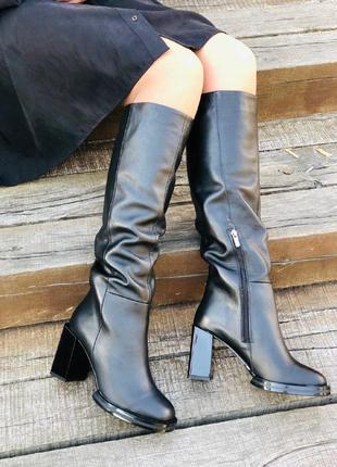 Женские сапоги  кожаные на каблуке