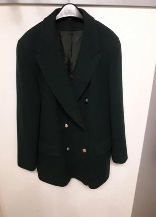 Шерстяное пальто oversize британского бренда изумрудного цвета...