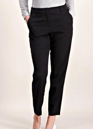Удобные черные брюки слим со стрелками и карманами р.16