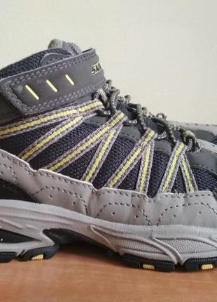 Демисезонные ботинки skechers р.31