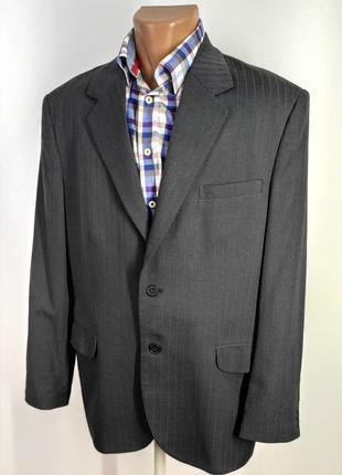 Мужской темно - серый костюм в полоску размер 50
