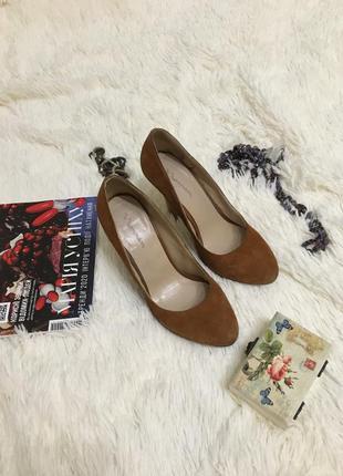Рыжие замшевые туфли на высоком каблуке шпильке