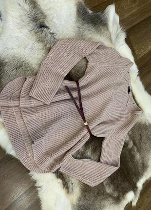 Нежно розовый свитер