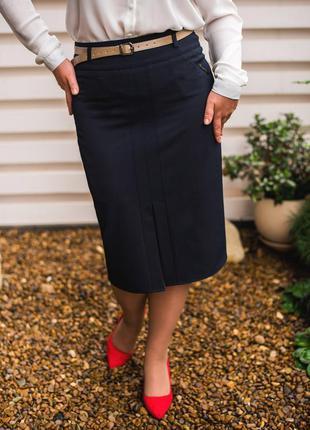 Классическая юбка-карандаш. идеально сидит по фигуре, к низу с...