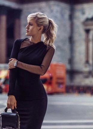 Черное платье миди с рукавом в сетку