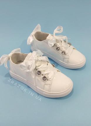 Белые кроссовки с бантиком кеды с бантом лаковые туфли с лента...
