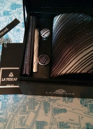 Набор от La'Pescara: галстук, запонки, зажим для галстука, платок
