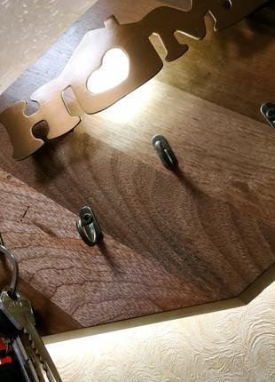 Сенсорный светильник ключница из дерева