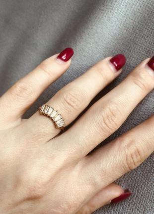 Новое золотое кольцо с фианитами