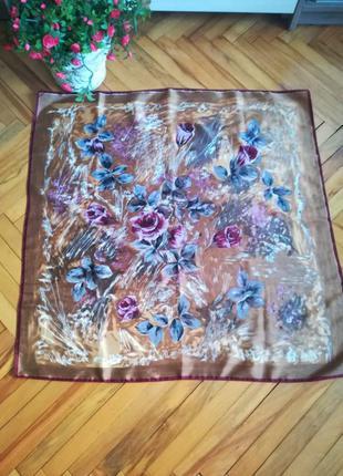 Красивий атласный платок