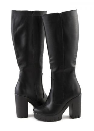Женские кожаные черные демисезонные сапоги на каблуке тракторн...