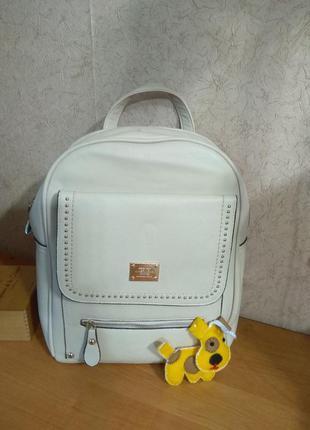Модный рюкзак - к празднику скидка