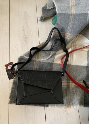 Чёрная сумка на длинной ручке