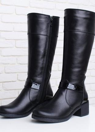 Кожаные женские черные демисезонные сапоги с лаковыми вставкам...