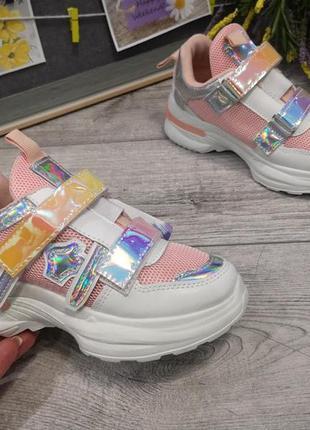 Стильные кроссовки для модных девочек.