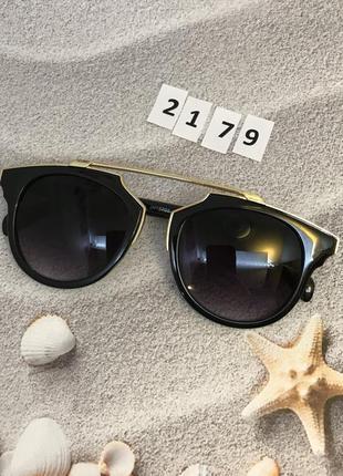 Стильные черные солнцезащитные очки к. 2179